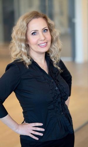 Tina DerHovanessian